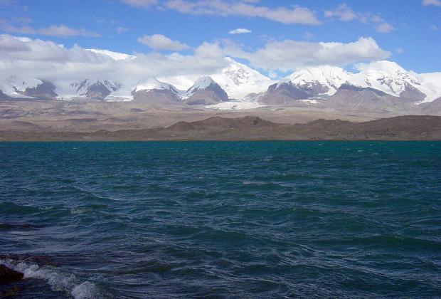 Озеро Каракуль на китайском Памире Фото: Игорь Ротарь