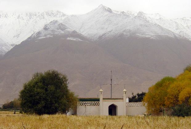 Исмаилитская мечеть на китайском Памире Фото: Игорь Ротарь 1/2